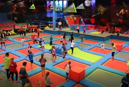 aktiviteter med trampoliner og lekeland for store og sm rush trampolinepark i oslo. Black Bedroom Furniture Sets. Home Design Ideas